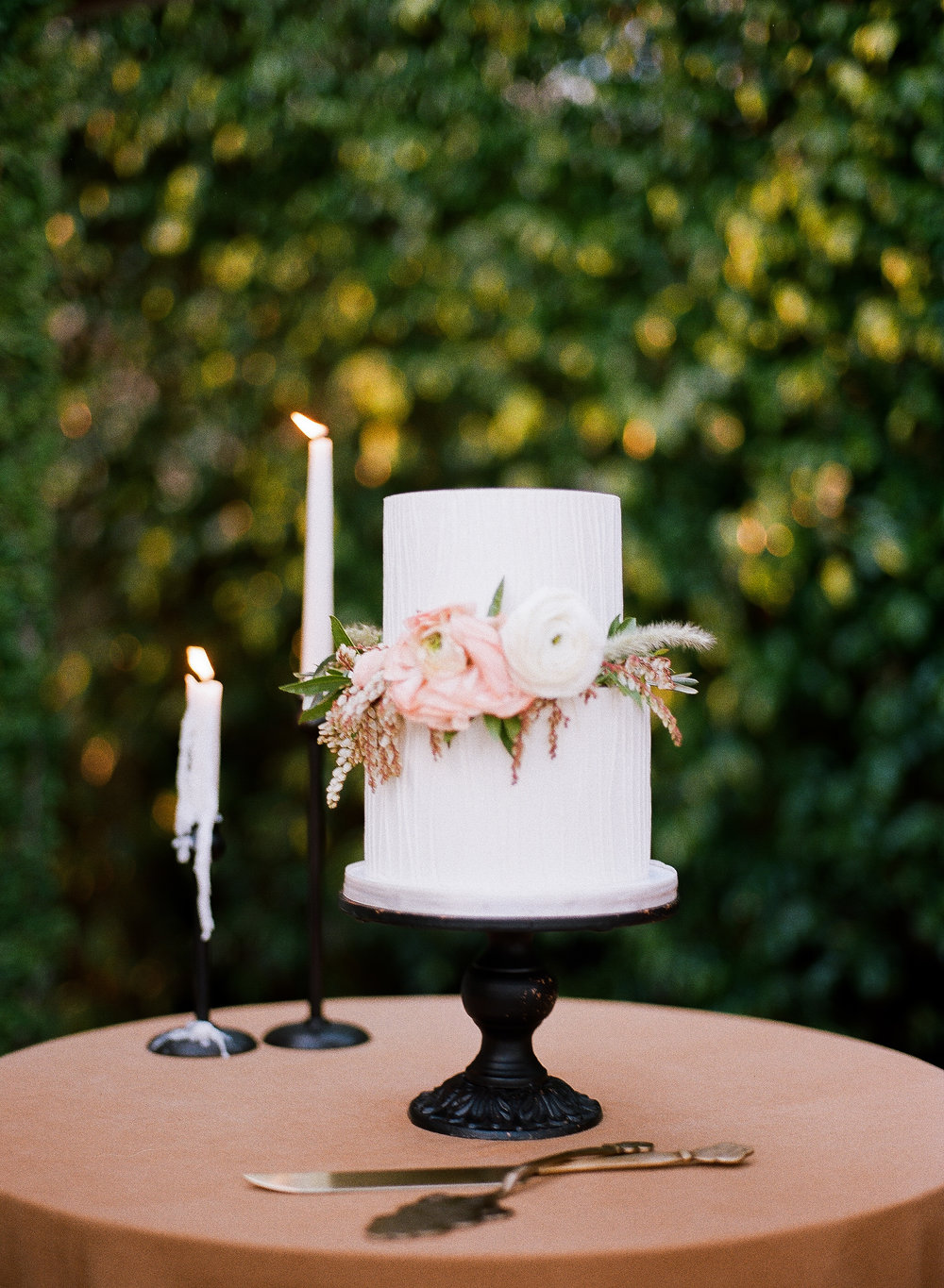 44-earth-and-sugar-wedding-cake.jpg