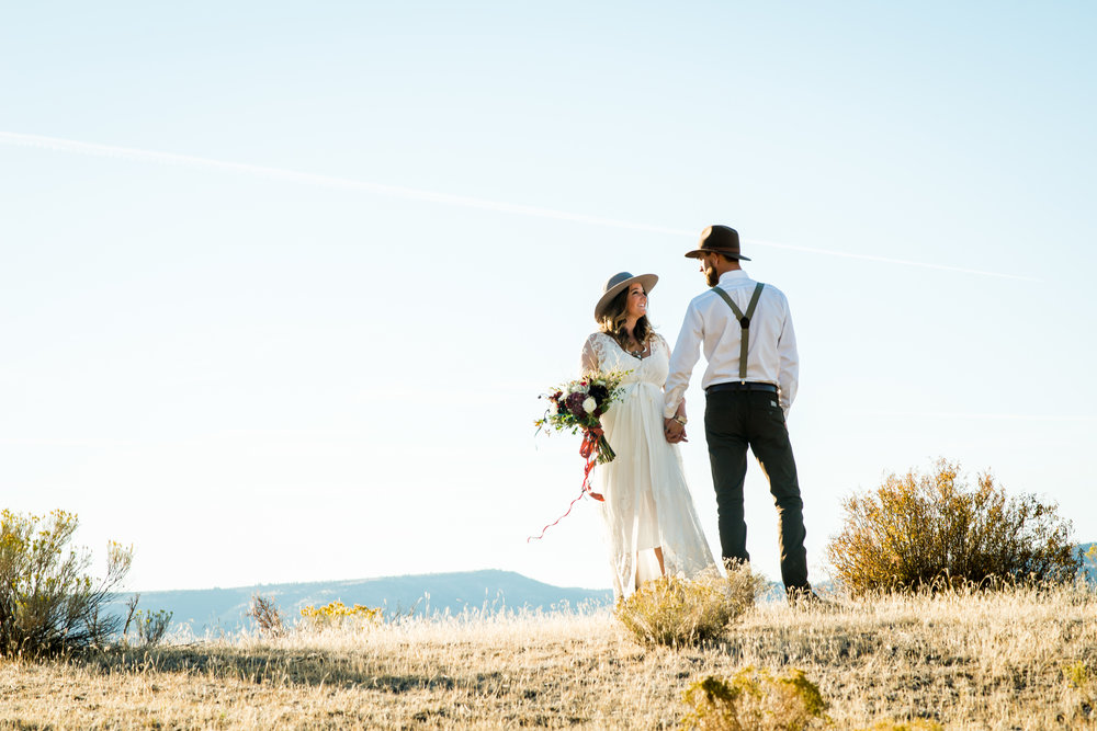 Hannah & NICK - Intimate elopement in the middle of nowhere.