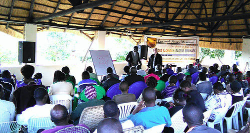 PASTOR JOHN TEACHING TO PASTORS  AT SEMINAR IN 2015.