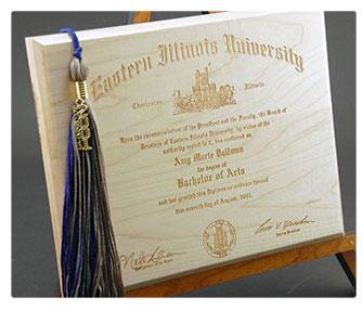 thumb-engraving-wood-diploma.jpg