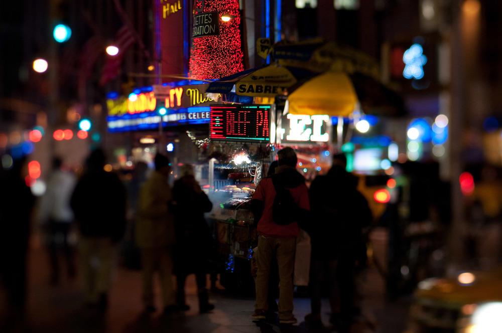 travel-photography-long-island-ny-street-photography-nyc-street-meat-lensbaby-edge-80-photographer-night-digital-2.jpg