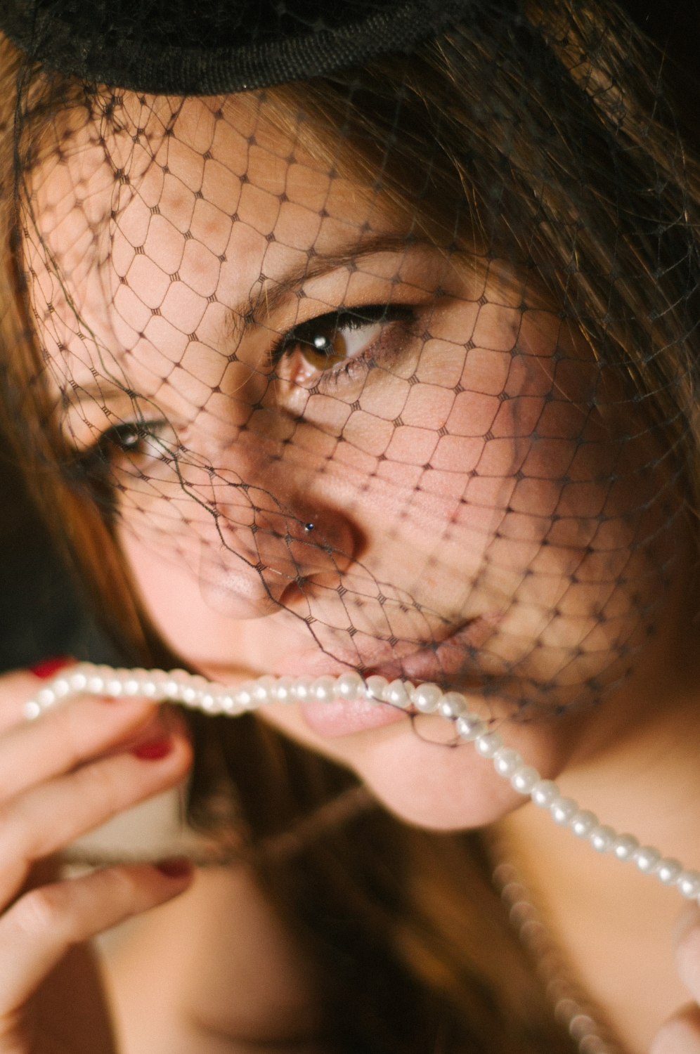 long-island-boudoir-portrait-photographer-natural-light-photography-digital-pearls-veil.jpg