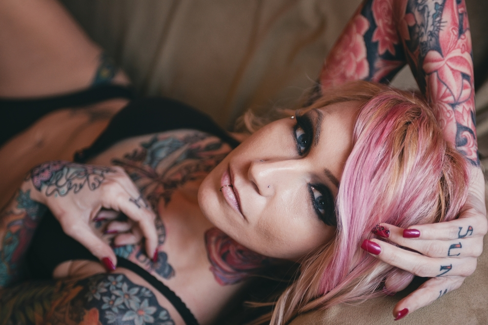 long-island-boudoir-portrait-photographer-natural-light-photography-digital-tattoo-model-face.jpg