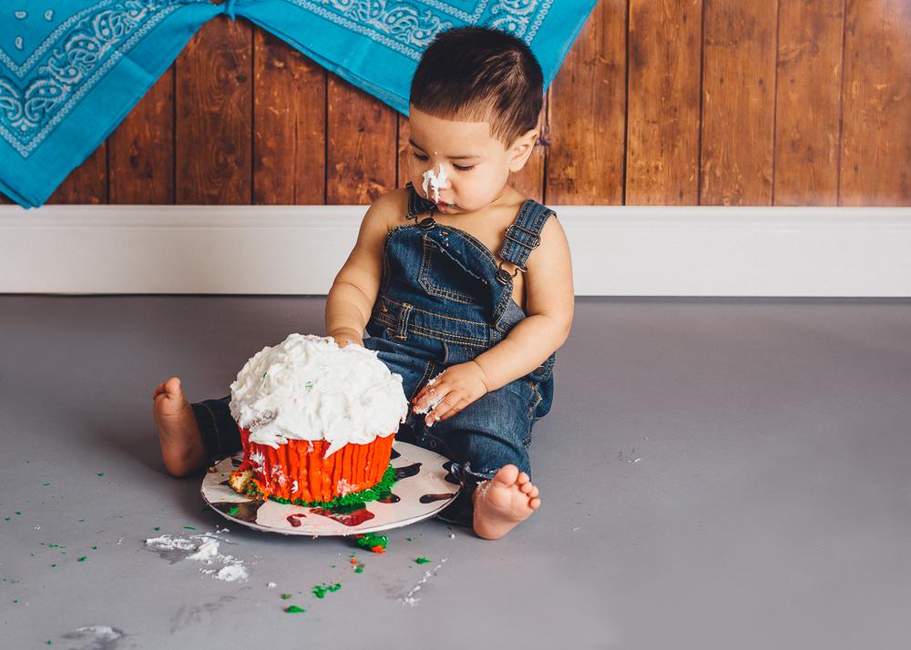 first_birthday_cake_smash_photography_long_island_ny_photographer_baby_photography-17.jpg