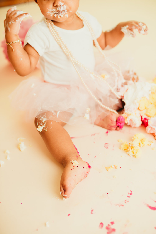 jade_girly_cake_smash_long_island_ny_photographer_portrait_photography-11.jpg