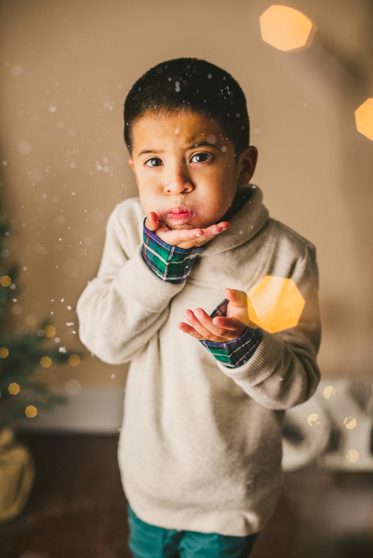 long-island-photographer-families-kids-christmas-mini-sessions-holiday-snow-lights-5.jpg