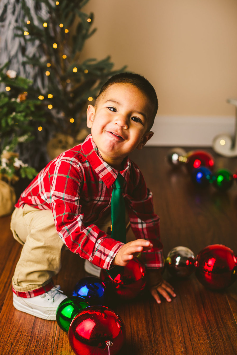 long-island-photographer-families-kids-christmas-mini-sessions-holiday-snow-lights-1.jpg
