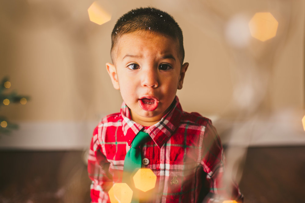 long-island-photographer-families-kids-christmas-mini-sessions-holiday-snow-lights-4.jpg