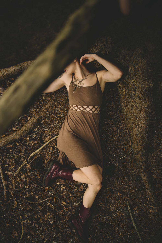 victoria_styled_shoot_wading_river_ny_winter_lake_woods_long_island_portrait_photographer-40.jpg