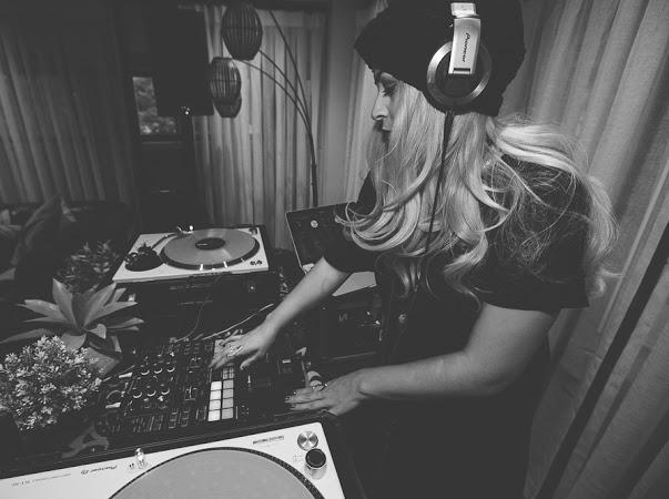 SOULSTAIRS - SOULFUL HOUSE DJ - SERATO DJ -  SOUNDCLOUD -  INSTAGRAM