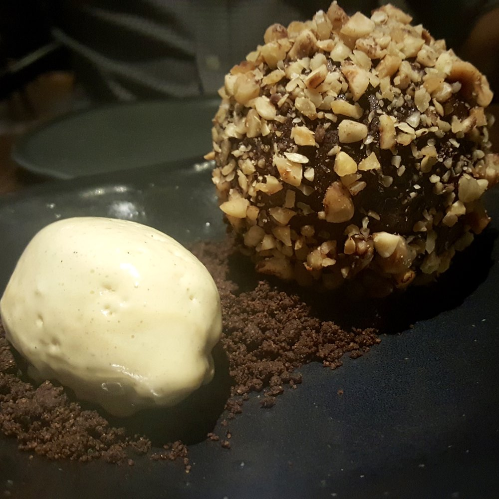 Hazelnut, chocolate, malt
