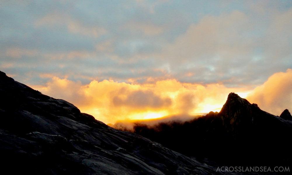 Mount Kinablu sunrise