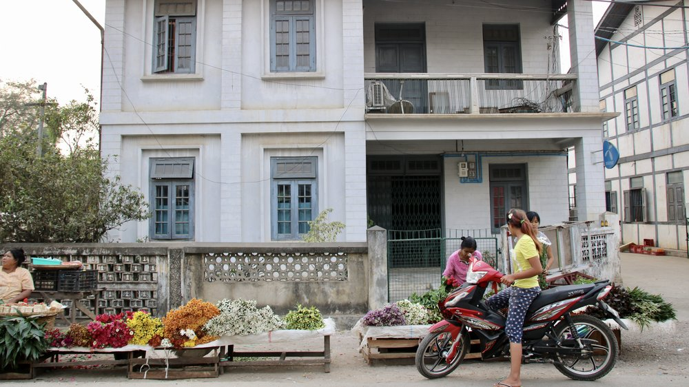 Flower market, Hsipaw, Myanmar @acrosslandsea
