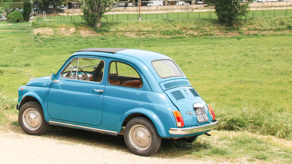 Vintage Fiat 500. Lourmarin. Things to know before your Provence road trip