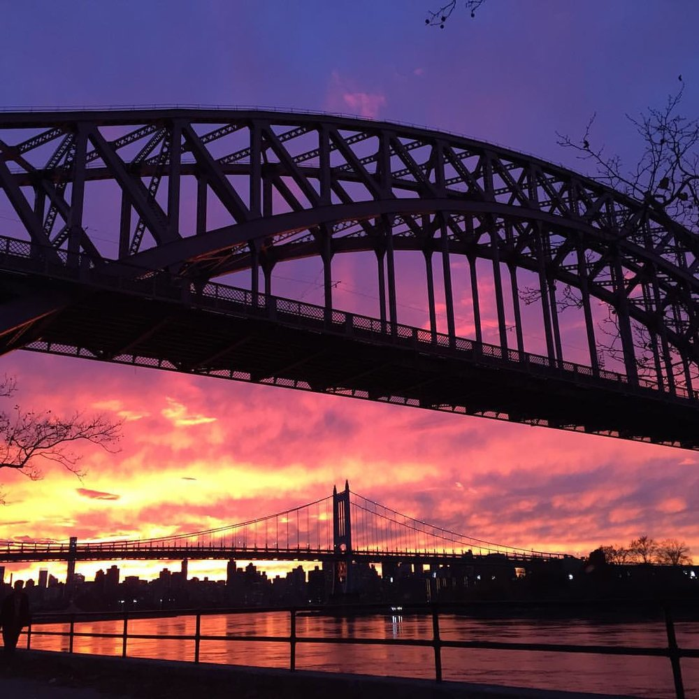 Someone with a good camera will catch this better, but it's an unreal sunset tonight in NYC. #astoria (at Astoria Park)
