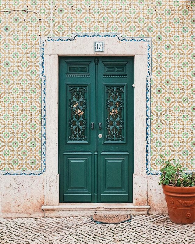 It's not only cities like Lisbon or Porto that have pretty pretty tiles. ⠀ ⠀ Meet Ericeira, a quaint fishermen town 30km north of Lisbon know for its surf spots and weird micro climate. And know, hopefully it will also be known for its fantastic tiles! Happy Monday!⠀ ⠀ ❈ ⠀ ⠀ #opiumteahouse #portugal #ihaveathingwithtiles⠀ ⠀ ❈ ⠀ ⠀ #welltravelled #mytinyatlas #passionpassport #wanderlust #stayandwander #wonderful_places #lisbon #roamtravels #letsgosomewhere #passionpassport #theglobewanderer #travelblogger #mywandergram #worldnomads  #SUITCASEtravels #travelphotography #guardiantravelsnaps #lifewelltravelled #tiles #travel #openmyworld #ericeira #prettycities