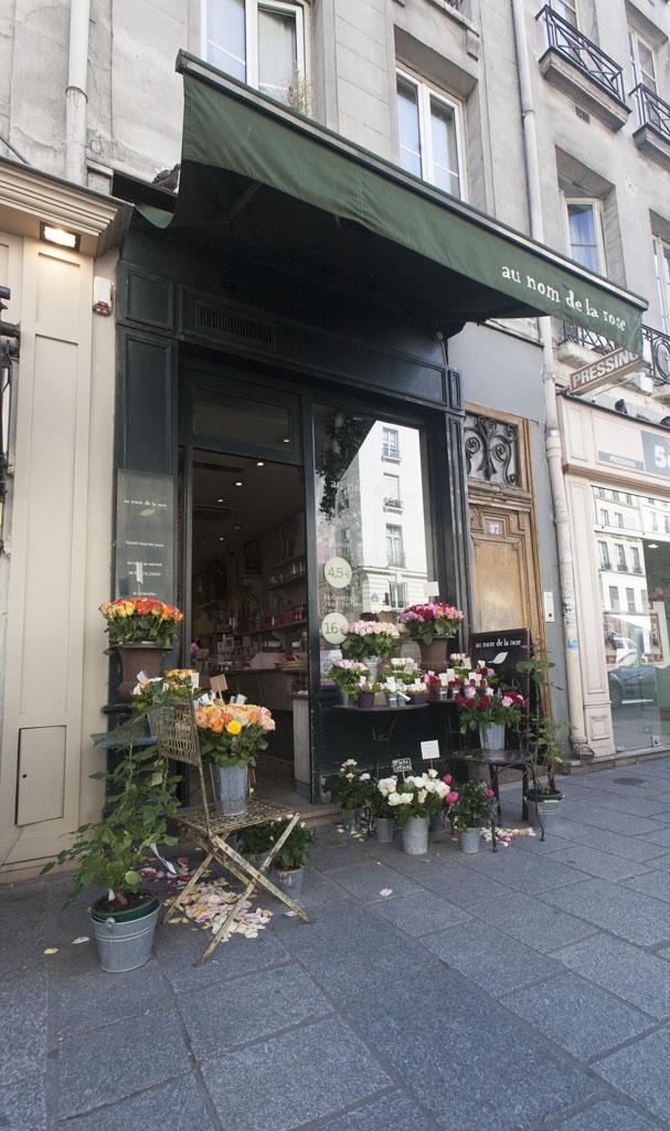 Flowershop in Paris - © Mario Julio Georgiou 2016