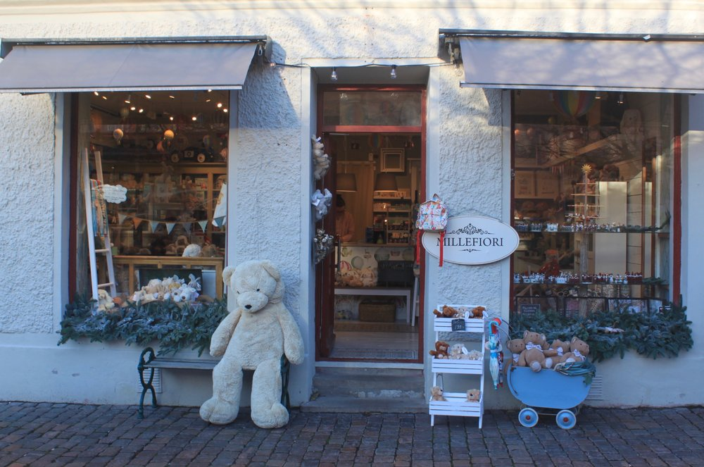 A cute little children's boutique in Haga.