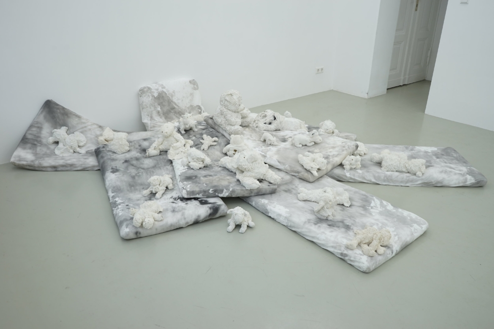 The Raft of the Teddy Bears, 2017, Installation (porcelain sculptures, mattresses, Chinese ink),  variable dimension