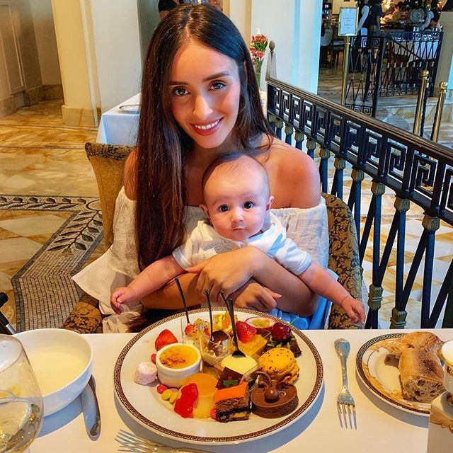 My son has become a foodie expert 🙊🙉 having a seafood and dessert feast @palazzoversace #seafood #goldcoasteats