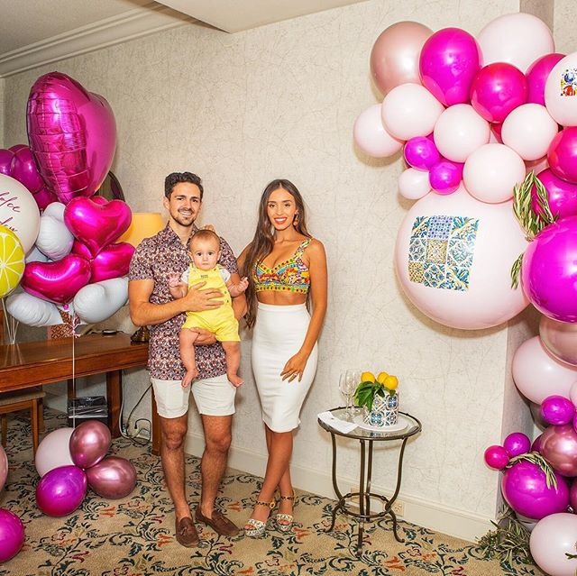 When my husband said he had prepared a surprise for my bday I didn't expect or realise it would be something so beautiful!! Thank you so much to @blowoutballoons for the stunning balloon installation!!! Hotel- @langhammelbourne 🥂 Cake- @nikoscakes 🍰 Photography- @zed_photographyaus 📸