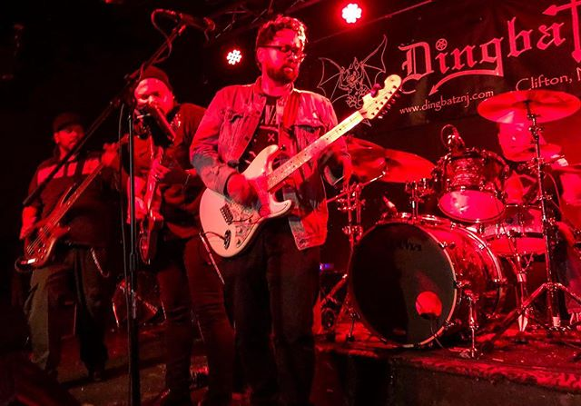 We're getting some major southern lovin'! Thank you WNIA 89.1 @nash_cc in Rocky Mount, North Carolina for all the airplay! @sunday_brave #sundaybravenj . . . . . #ontheradio #radio #guitarstrings #music #goodmusic #instamusician #southernrock #musicislife #musiclovers #bestmusic #band #ilovemusic #musiclifestyle #musicvibes #rock #liveformusic #postmetal #heavymusic #rockband #rockphoto #bandphoto #rockmusic #rockstar #rockon #hardrock #liveperformance #tunes #musicman #musicianlife