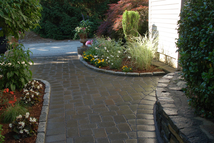 Paver Walkway with Cobblestone Border