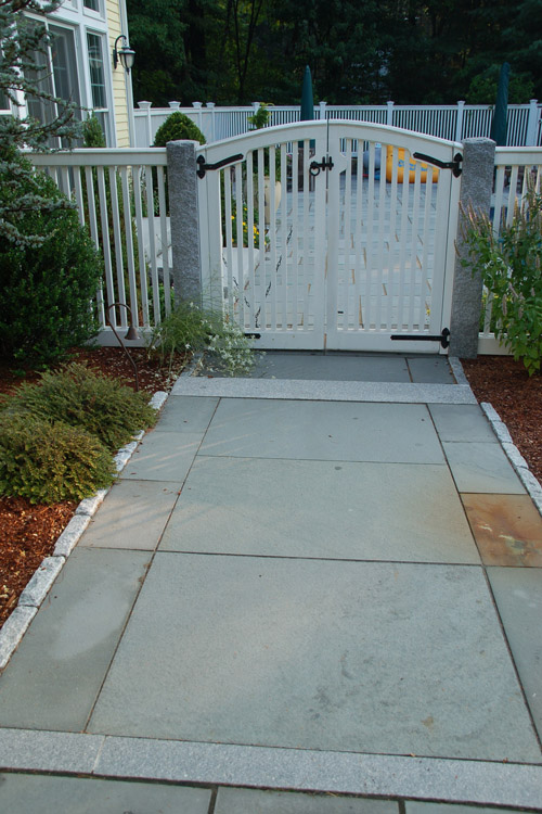 Bluestone Walkway with Cobblestone Edging