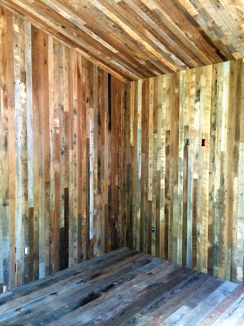 antique wood guesthouse.jpg