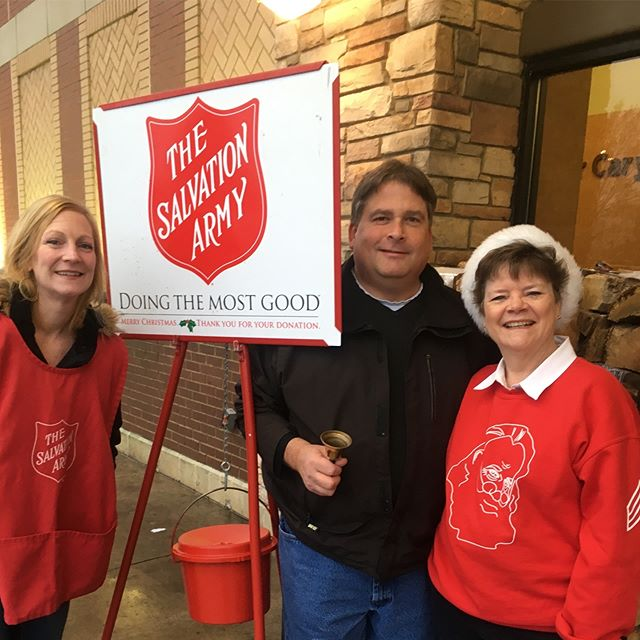 Ringing the bell early this morning with Pam, Kenny and Jeanne!!