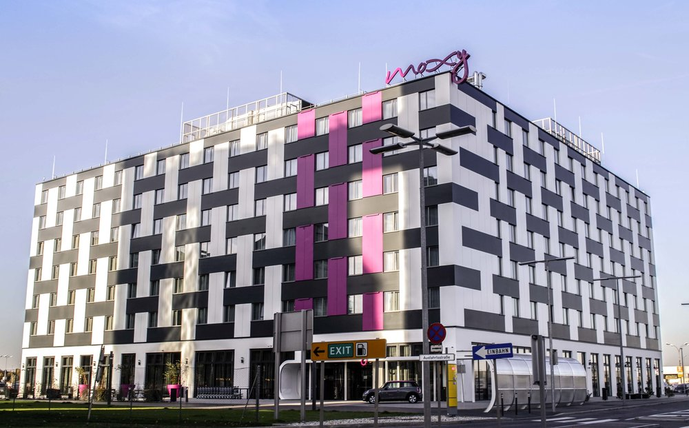 1. review: Moxy Hotel Vienna Airport -