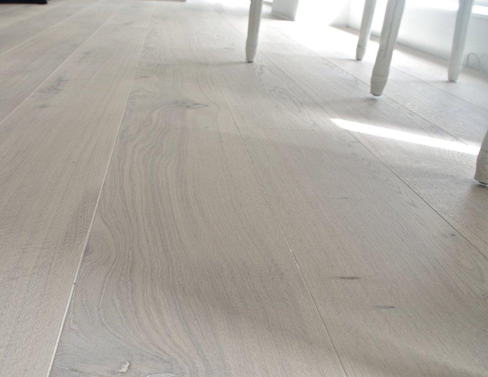 oak lye/white oiled floor