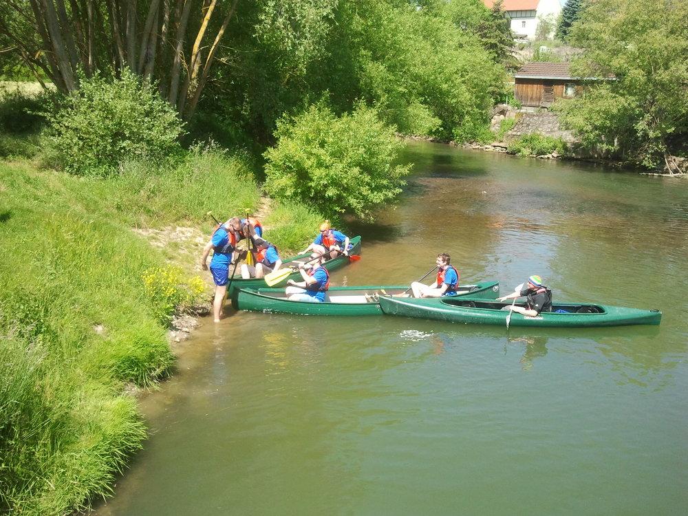 Mit dem Boot und unseren liebenswerten eventure-Guides durch das liebliche Taubertal.