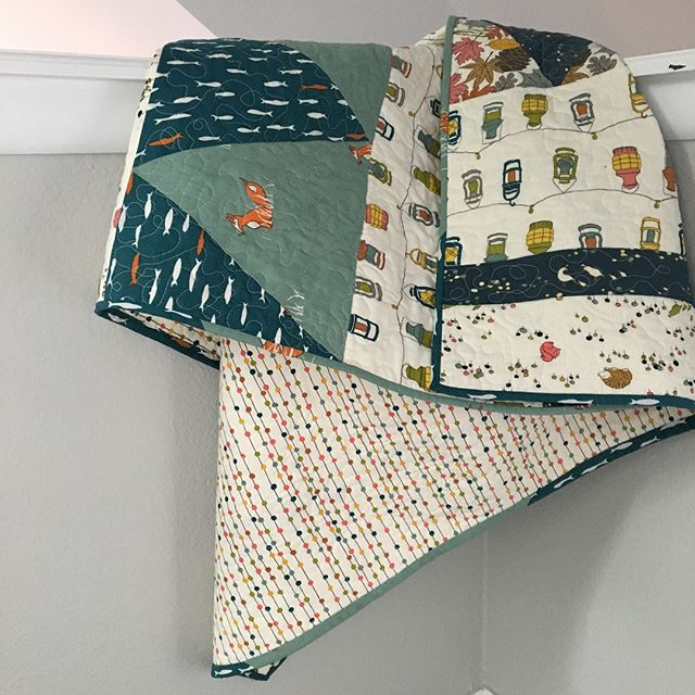 Second quilt finished! I tried free-motion quilting for the first time. Turns out it's pretty tricky businesses, but fortunately Baby B doesn't mind. Fabric is Jay-Cyn for @birchfabrics from @fabricworm . . . #quilting #freemotionquilting #freemotion #beginnerquilter #birchfabrics #fabricworm #babyquilt #sewing #isew #maker #makermama #diy