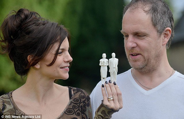 3d printed wedding topper bride and groom