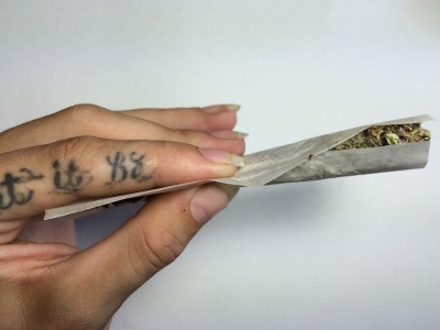 Beginners Guide: How to Roll a Joint