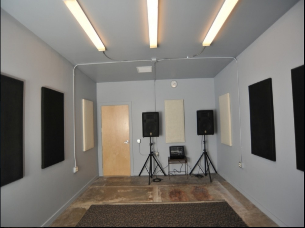 STUDIO .2 - Size - 18.5' x 13' $17 hr. Includes: PA system and mics.