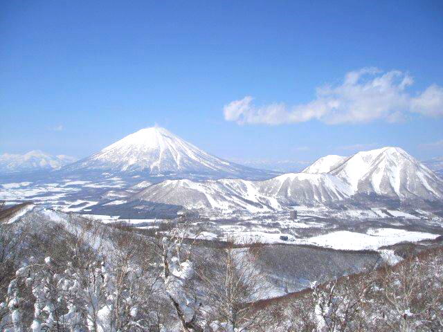 Mt Isola looking back at Shiribetsudake, Mt.Yotei and Niseko Annupuri