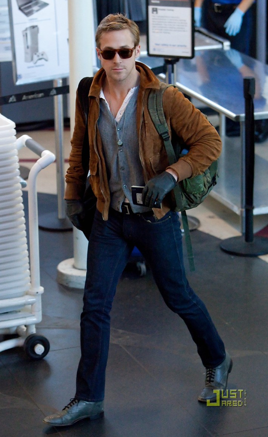 Guh, Ryan Gosling. CAN I HAS?!   (via  The 20 Most Flawless, Perfect Pictures Of Ryan Gosling At The Airport )