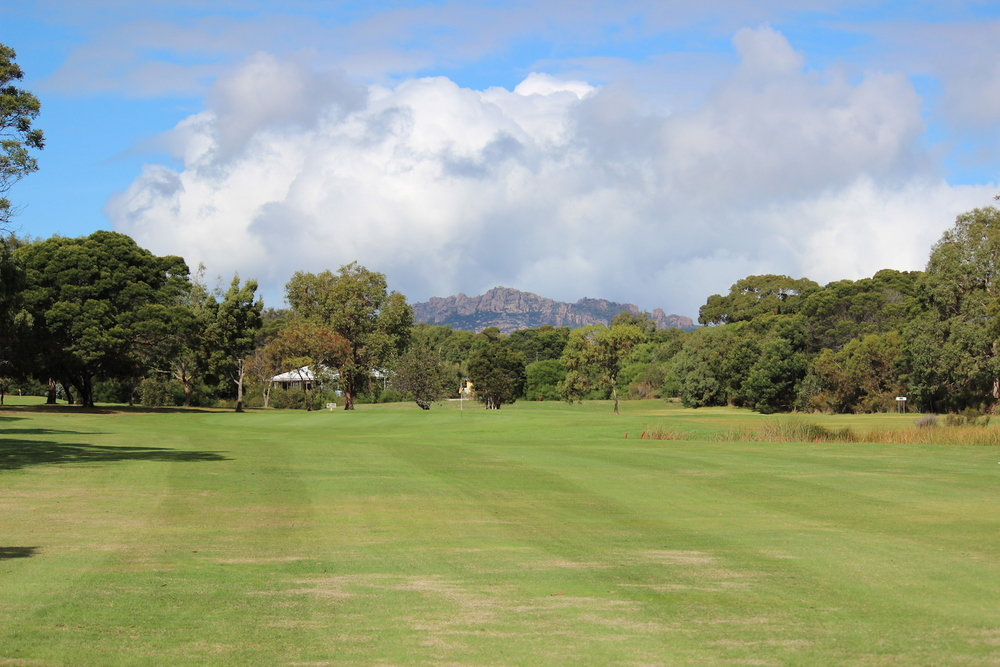 Hole 1    Elevated tees with a dog leg to the left requiring two good shots to reach the 150 mark on top of the second rise to sight the green. Large green protected by a small dam on the right approach.    Men:   505 metres, Par 5, Stroke Index 5/23   Ladies:  460 metres, Par 5, Stroke Index 1/19
