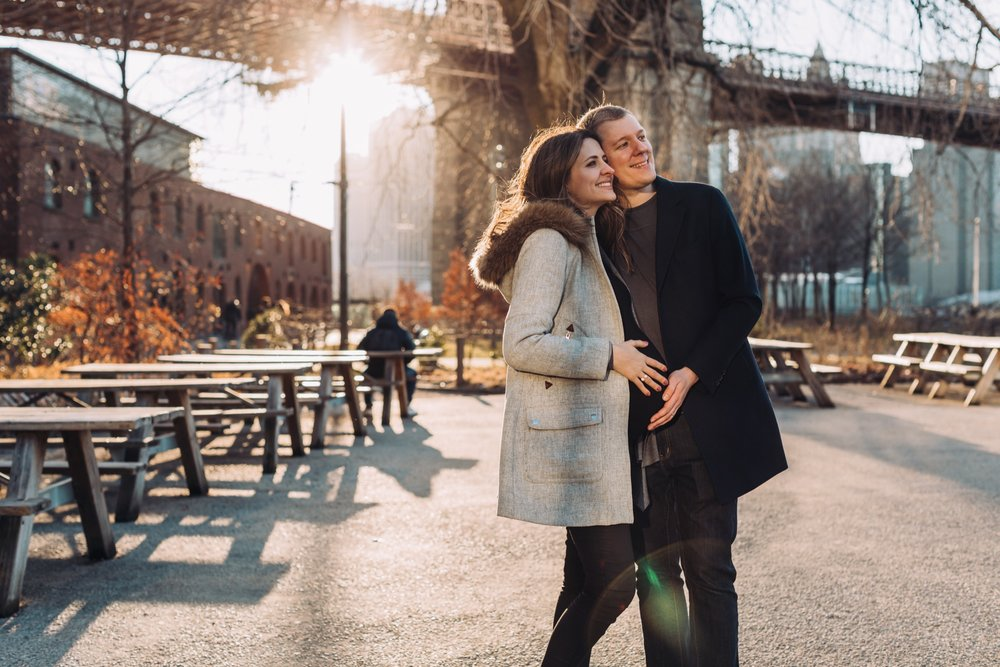 Maternity Photoshoot in Dumbo, Brooklyn by @DaniellePhotographySa