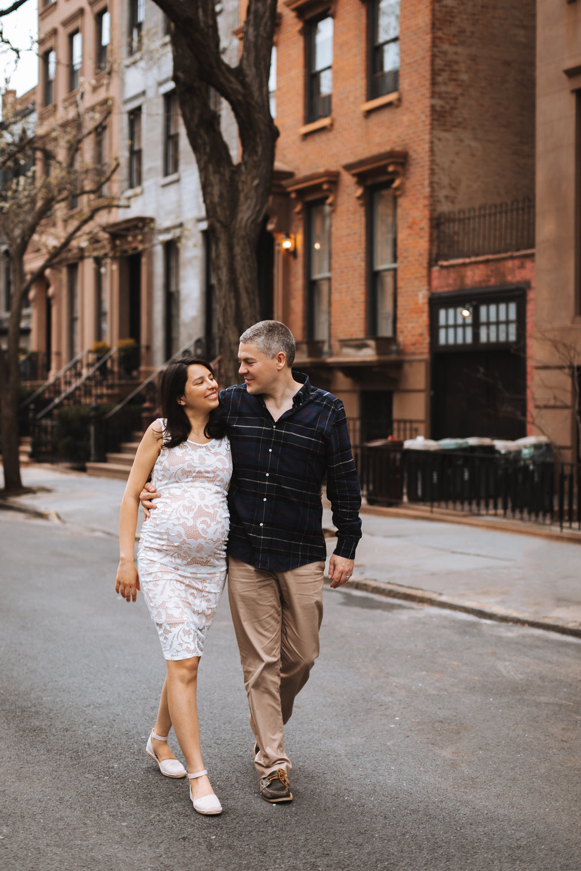 Maternity Photoshoot in Brooklyn by @DaniellePhotographySa