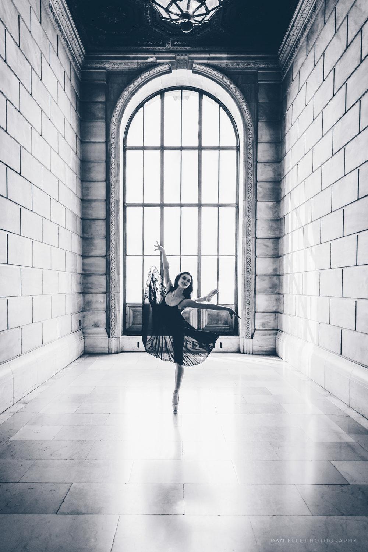 @DaniellePhotographySA_Ballerina_Photoshoot_NYPL-23-17.jpg
