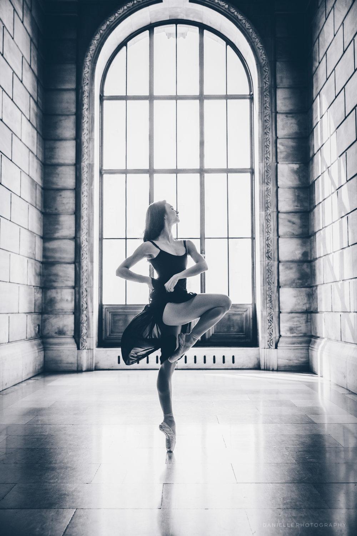 @DaniellePhotographySA_Ballerina_Photoshoot_NYPL-23-19.jpg