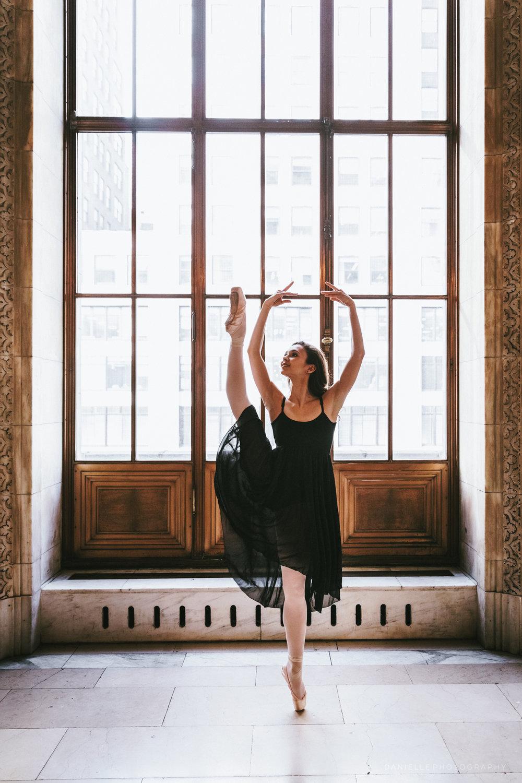 @DaniellePhotographySA_Ballerina_Photoshoot_NYPL-23-33.jpg
