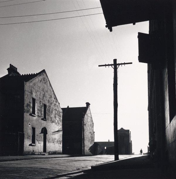David Moore, Surry Hills Street, 1948, silver gelatine print