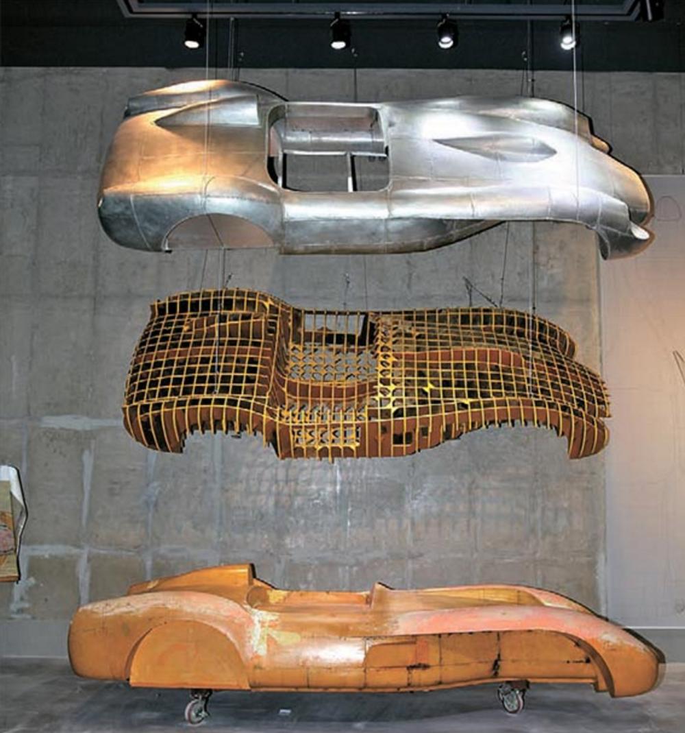 이미지 철판을 망치로 두드려 만든 '페라리 250 테스타로사'의 모형.