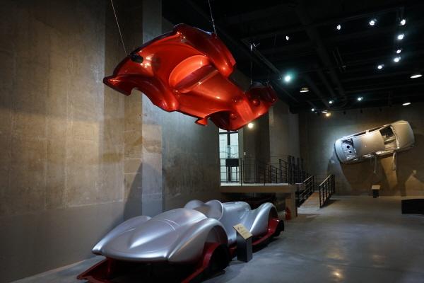 향동 숲속에 자리한 FOMA자동차디자인미술관은 자동차디자인과관련된 다양한 전시물을 만날 수 있는 흥미로운 공간이다.