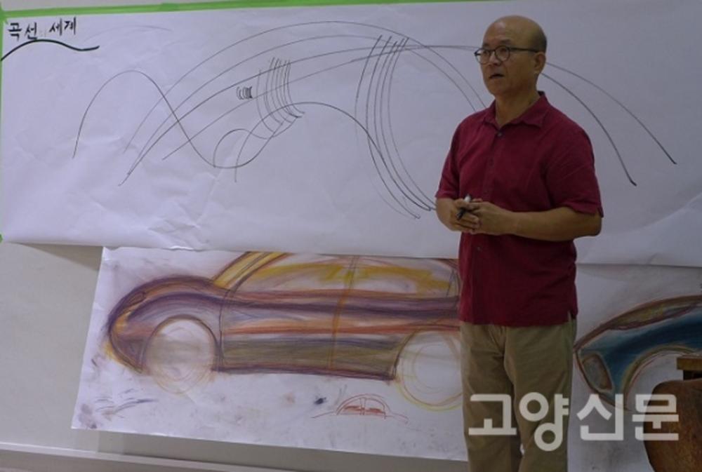 자동차디자인수업첫날,곡선의세계에대해설명중인박종서관장