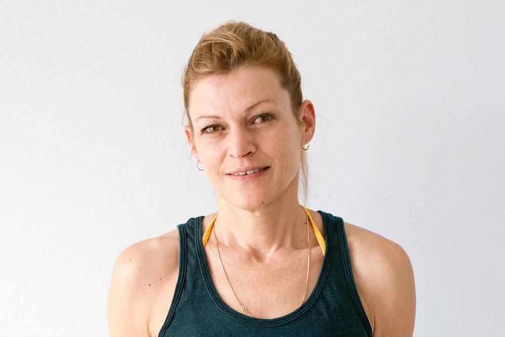 Pascale Schiller  (Deutsch/English)  ….  Yoga kam zu mir. 2011 war ich in Indien und nicht auf der Suche nach Yoga. Eines Tages fiel ich in ein kleines Zelt, in dem ein Mann traditionelle Hatha-Kurse anbot. Dort begann die Reise. Zurück in Berlin kam der Geschmack der täglichen Praxis natürlich. Ich war begeistert von Jivamukti Yoga Berlin und schrieb mich für TT in Indien 2015 ein, unter der Leitung von Lady Ruth LM Yogeswari Sharon Gannon und DL. Gefolgt von 800 Stunden Lehrzeit und ersten Belehrungen, ob du dich für spirituell oder nicht spirituell denkst, ist Yoga weit mehr als Übung und kann uns zu großer Konzentration führen. Das gemeinsame Üben erhöht dieses Potential, wenn wir bereit sind, über gewöhnliche Geisteskonstrukte hinaus zu blicken. Dies ist einer von vielen inspirierenden Aspekten. Die Kurse sind mit Musik meditativ aber dynamisch und in ständiger Mvt bis Ende Entspannung.  ..  Yoga came to me. In 2011 I was in India and not looking for yoga. One day I fell into a small tent where a man offered traditional Hatha classes. There the journey began. Back in Berlin, the taste of daily practice came naturally. I was thrilled with Jivamukti Yoga Berlin and enrolled for TT 2015 in India, led by Lady Ruth LM Yogeswari Sharon Gannon and DL. Followed by 800 hours of apprenticeship and first teachings, whether you think of spiritual or non-spiritual, yoga is much more than exercise and can lead us to great concentration. Practicing together increases this potential when we are ready to look beyond ordinary mental constructs. This is one of many inspiring aspects. The courses are meditative with music but dynamic and in constant mvt until the end of relaxation.  ….